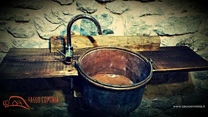 Lavandino orientabile disabili legno ciliegio abete paiolo di rame